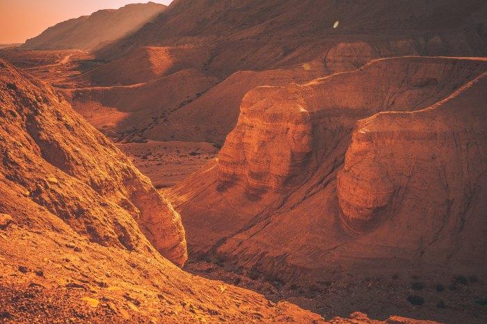 DesertGods:val-vesa-542426-unsplash.jpg